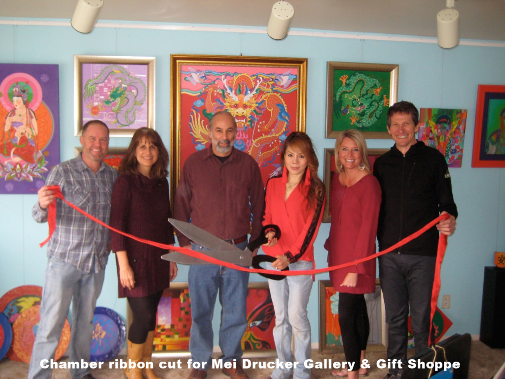Chamber-ribbon-cut-for-Mei-Drucker-Gallery-&-Gift-Shoppe